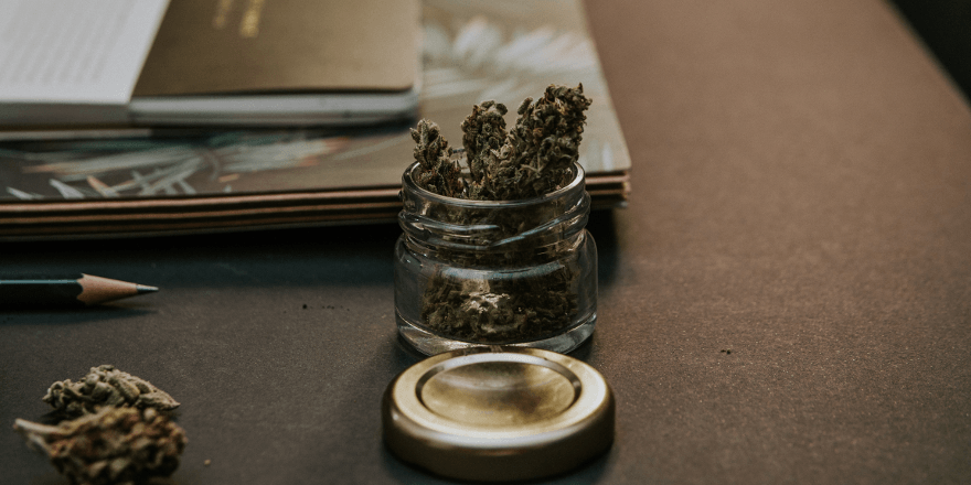 Słoiczek z marihuaną