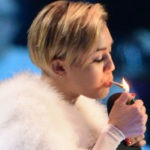Miley Cyrus z jointem