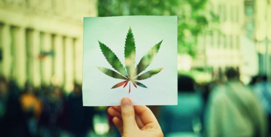 Kartka z liściem marihuany