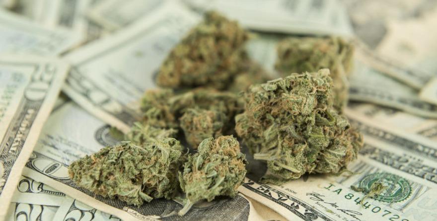 pieniądze i marihuana